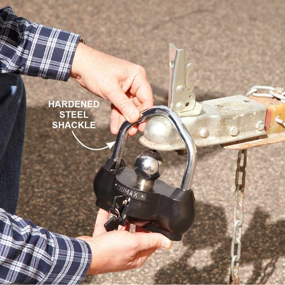 A shackle made with hardened steel | Construction Pro Tips