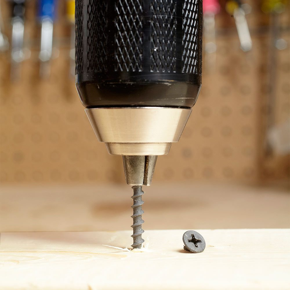Removing a screw with the chuck of a drill | Construction Pro Tips