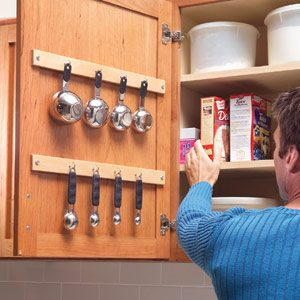 Measuring cup and spoon hang-up