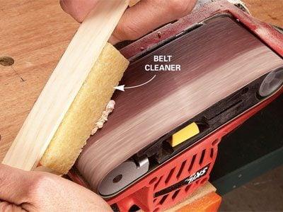 Cleaning a sanding belt