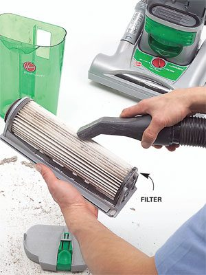 Cleaning the filter from a bagless vacuum cleaner