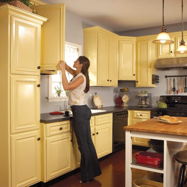 How to spray paint kitchen cabinets the family handyman for Building kitchen cabinets in place