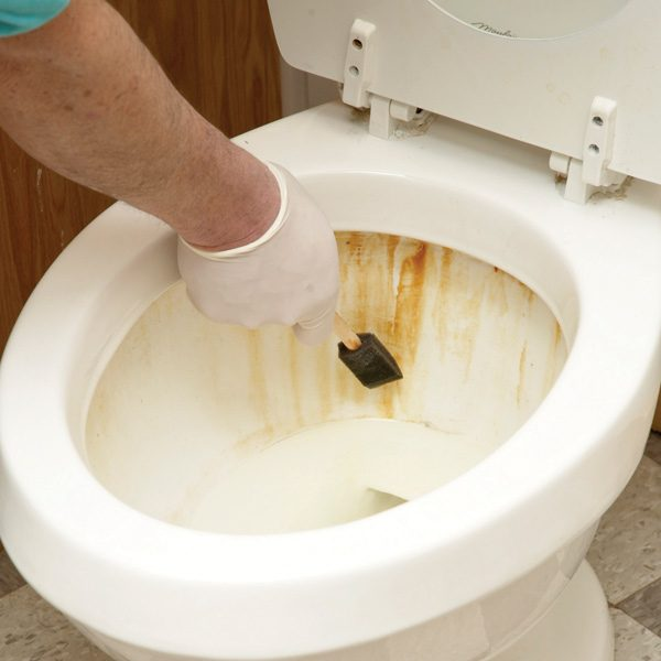Rust stain removal the family handyman for Best bathroom cleaner for hard water