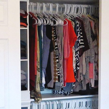 <b>How to Declutter Your Closet</b></br> <p>We've all been there, when closing your closet door becomes an all out war. It's time to go through your closet, organize and get rid of some things. Sure, the task can be daunting, but breaking it down into smaller steps can lighten the load. Take an afternoon and follow these easy steps to a cleaner closet!</p>