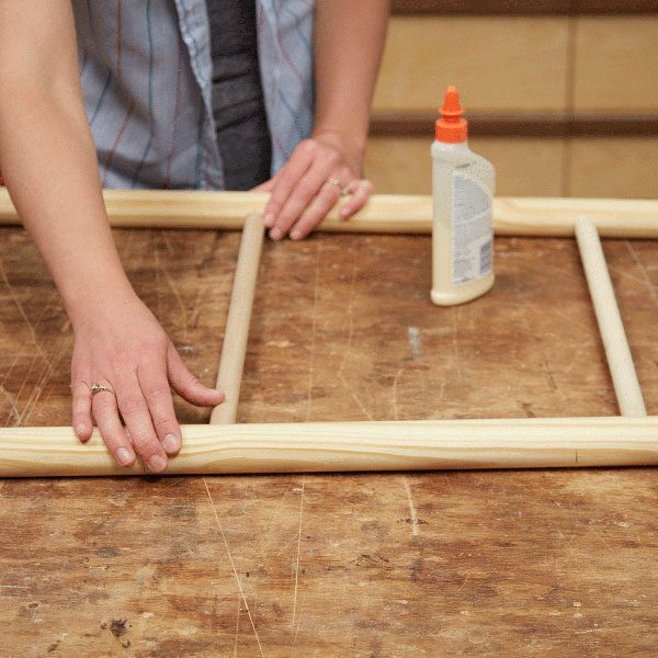 c25bde6853 How to Make a Blanket Ladder with Dowels