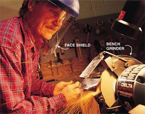 Mower blades: Sharpen the blade with a grinder