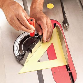 How to Use a Table Saw: Cross Cutting