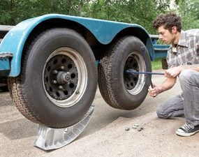 Jack under rear tandem wheel