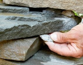 Shimming wide stones with thin stones