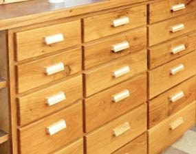 Shallow drawers make everything easy to find.