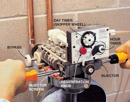<b>Clean the injector</b></br> Shut off the water and clean the injector and the injector screen.