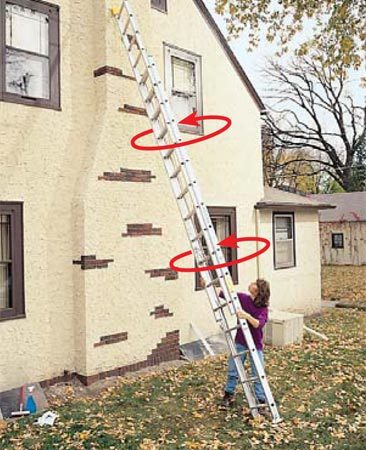 <b>Photo 3: Roll the ladder</b><br/>Roll the top of the ladder to walk it sideways.