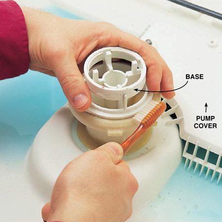 <b>Photo 2: Use a toothbrush for detail cleaning</b></br> Scrub the base and spray arm with a toothbrush and wipe them with a sponge. Grease and debris collect on these parts.