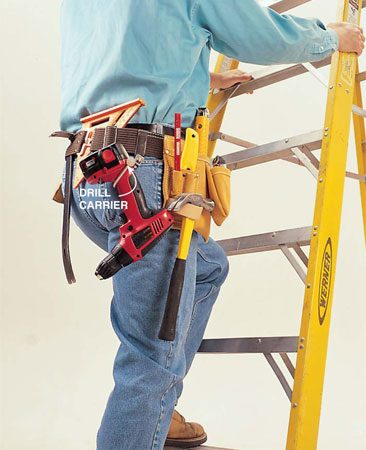 <b>Photo 5: Climb safely</b></br> Carry your tools in your belt while climbing so that both hands are free to grip the ladder.