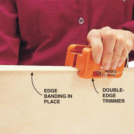 <b>Photo 4: Trim banding flush</b><br/>Trim the edges of the edge banding flush with the front and back surfaces of the plywood with a double-edge trimmer or a utility knife.