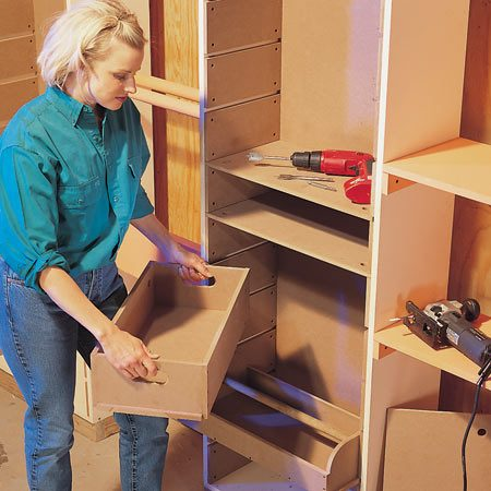 <b>Photo 7: Insert the shelves and bins</b></br> Slide in the shelves. Build and insert the bins between the cleats according to our photos and plans (Figs. B, C and D).