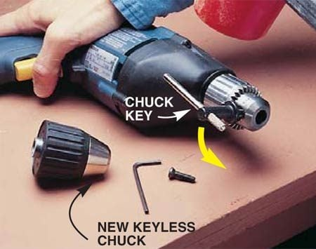 <b>Photo 2: Unscrew the drill chuck</b></br> Hold the drill down firmly on a solid workbench, then insert the chuck key and hit it sharply with a mallet (turning it <em>counterclockwise</em>) to loosen the drill chuck from the threaded spindle. You may have to repeat this several times to loosen stubborn chucks. Unscrew the old drill chuck.