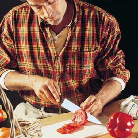 <b>The real world test</b></br> With a properly sharpened knife you can cut paper-thin slices off a ripe tomato.