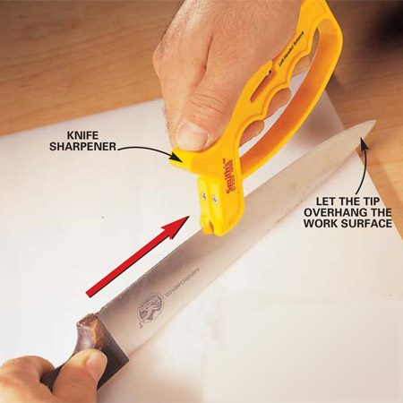 <b>Tungsten sharpener</b></br> Pull the tungsten sharpener straight down the edge of the knife from base to tip. Make several passes using a light, consistent pressure. Be sure to include the tip in each stroke.