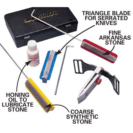 <b>Precision system components</b></br> The sharpening kit comes with different stones and blades for sharpening a variety of edges.
