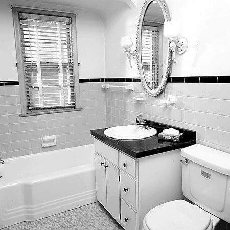 <b>The bathroom before the remodel</b></br> The bathroom was uninspired and cramped before the remodel.