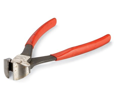 <b>Use nippers to pull nails</b></br> Keep a pair of 'nippers' in your pouch whenever you're doing trim carpentry. When you pull trim from the wall, use them for pulling the nails through the back of the trim.