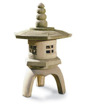 <b>Decorative Japanese elements</b></br> You can add decorative Japanese touches to create an elegant backyard oasis.