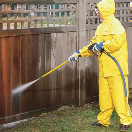 <b>Photo 2: Keep the sprayer moving</b></br> Hold the tip of the wand about 18 in. from the fence and move it the length of the boards. Pull the trigger and keep the sprayer tip moving to avoid gouging the wood. Use a variety of attack angles to strip inside corners.