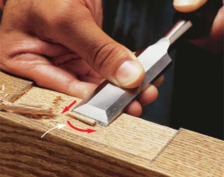 <b>Photo 2: Shave the wood</b></br> Pare thin slices of wood to flatten the bottom of an open recess. Keep the back of the chisel flat on the wood. For easier slicing, pivot the chisel as you cut to move the blade in an arc.