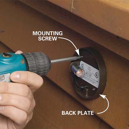 <b>Photo 2: Fasten the back plate</b></br> Push the wires back through the hole and screw the back plate to the planter siding.