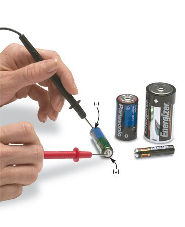<b>Photo 1: Set voltage selector to battery size</b></br> Set the voltage selector to the 1.5V setting (1.5 volts) and touch the red probe to the (+) end (with the nub) and the black probe to the (-) end of 1.5-volt batteries.