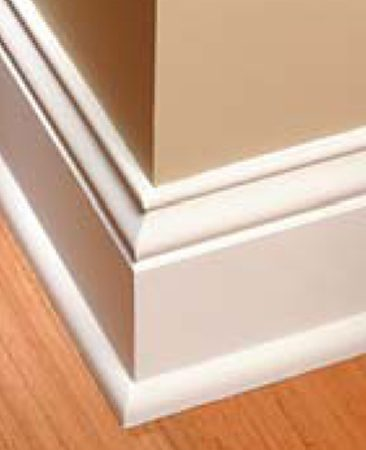<b>Base molding, outside corner</b><br/>A tight-fitting outside corner on base molding