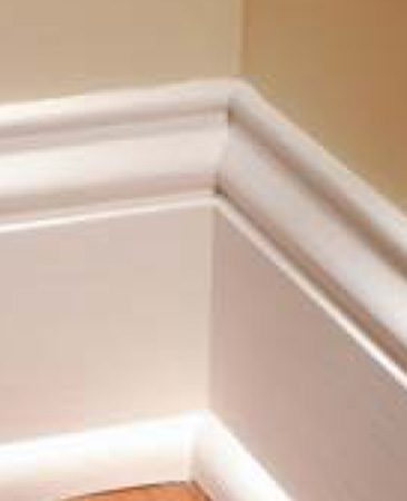<b>Base molding, inside corner</b><br/>A tight-fitting inside corner on base molding