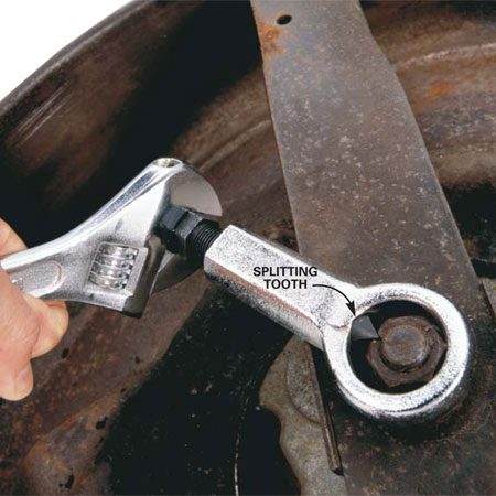<b>Using a nut splitter</b><br/>Remove a stubborn nut stuck on a spinning bolt or rusted solid with a nut splitter.