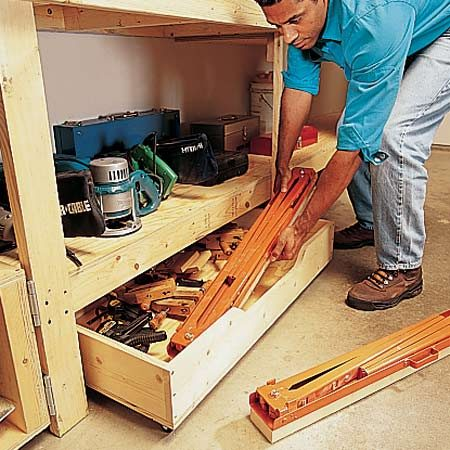 <b>Roll-out drawer in action</b><br/>These big drawers can store big tools and heavy materials.