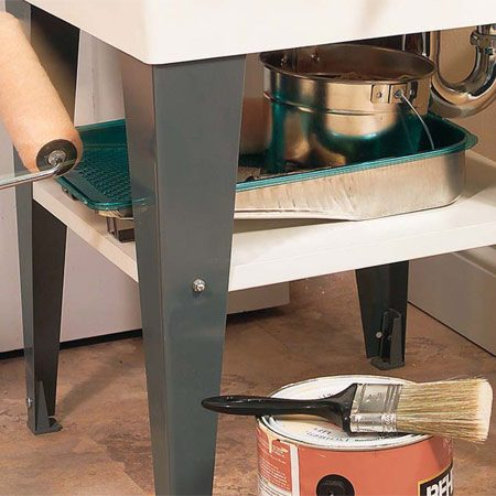 <b>Under-sink shelf</b></br> Make use of the space under the laundry tub.