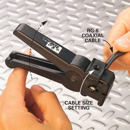 <b>Photo 2: Position the cable</b></br> Set the stripper to match your coaxial cable size. Open the jaws and position the cable as shown. Check the icon on the tool's handle to make sure the cut end of the cable is pointing the right direction. Rotate the cutter about five or six times clockwise.