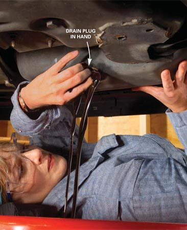 How to change car oil the family handyman photo 2 let the oil drain solutioingenieria