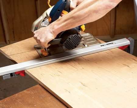 <b>Make perfectly straight saw cuts</b></br> <p>This special clamping straightedge helps you make a perfectly straight cut with a circular saw. The built-in clamps adjust quickly to plywood or lumber—and they're great for cutting off the bottom of doors.  Just slide the back clamp until it's snug against the wood, and then press down the lever to lock the straightedge in place. The whole process takes seconds and leaves you with a securely attached straightedge with no protruding clamps to get in the way.</p>