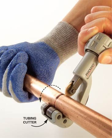 <b>Photo 1: Cut the copper tubes</b></br> Measure and mark the copper tubes to the lengths listed in the Cutting List. Cut them to length with a tubing cutter.