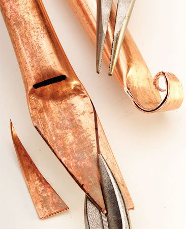 <b>Photo 4: Cut and shape the decorative ends</b><br/>Cut off the corners of the flattened ends with a compound tin snips or hacksaw and curl the tip with a needle-nose pliers.