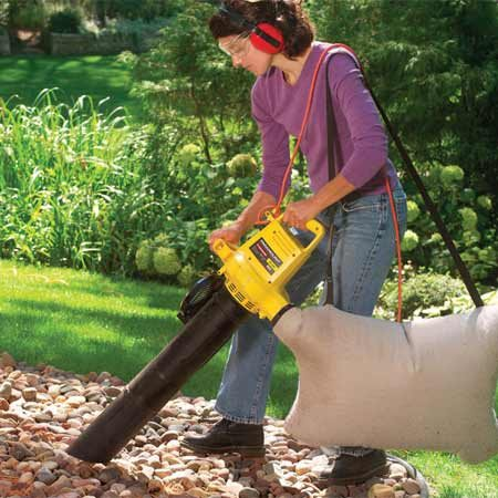 <b>Cleaning stone mulch</b></br> Stone mulch is difficult to keep clean. Use a leaf vacuum to suck up most of the debris.