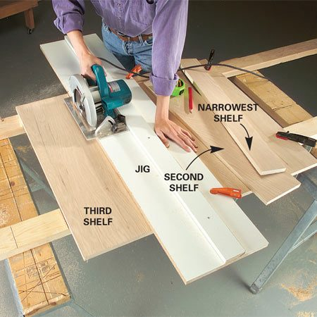<b>Photo 2: Cut the narrowest shelf first</b></br> Cut the individual shelves, beginning with the narrowest, using the jig for perfectly straight cuts.