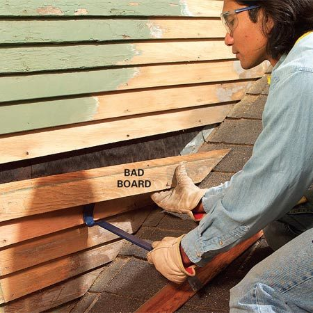<b>Photo 2: Remove bad pieces of siding</b><br/>Tear off any cracked or rotted siding, using a cat's paw and pry bar. Cut nails above bad boards using the technique shown in Photo 2.