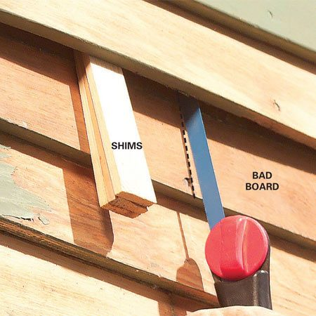 <b>Photo 3: Crosscut  a section of siding</b></br> Pry up cracked and rotted ends with shims and cut off the bad ends with a hacksaw. Make sure to stagger cuts on adjacent boards so the joints don't line up.
