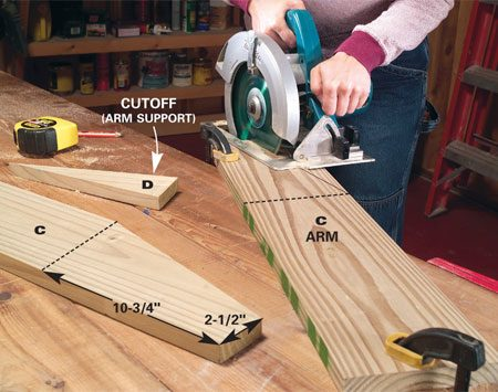 <b>Photo 3: Cut out the arms</b></br> Mark the angle on the backside of each arm and cut the arms (C) and arm supports (D) with your circular saw.