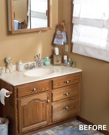 <b>The bathroom before the remodel</b></br> The original fixtures were starting to reveal their age.