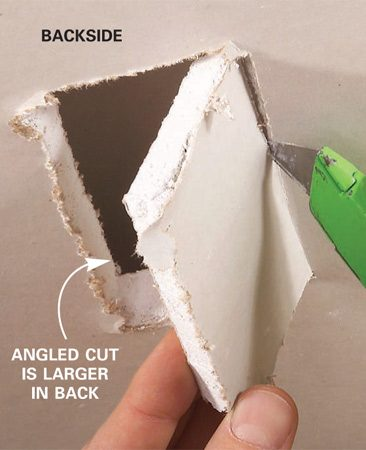 <b>Photo 3: Cut off the flap</b></br> Slice off the flap from the backside with the utility knife.