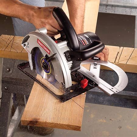 <b>Photo 2: Push into the cut</b></br> Slide the base plate against the guide and push the saw firmly into the cut. There will be initial resistance from the blade guard.