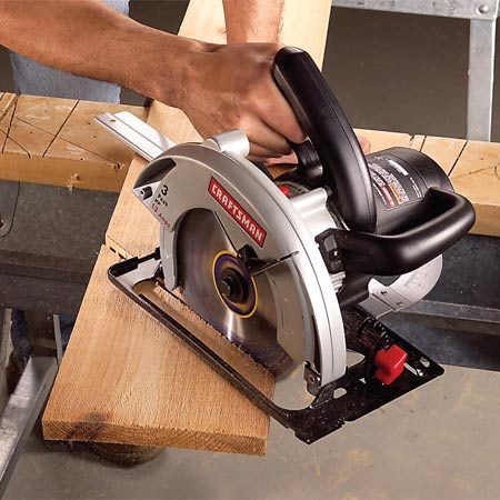 <b>Photo 4: Complete the cut</b></br> Complete the cut by moving the saw steadily forward while keeping the back of the base plate in contact with the guide.